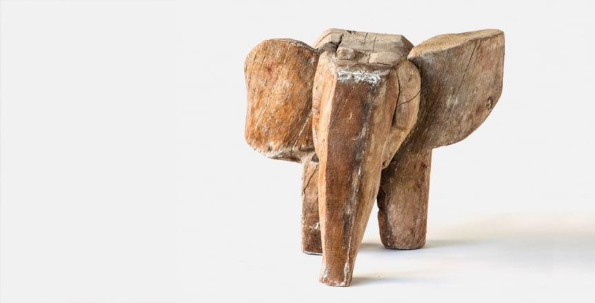 Torsten Renqvists skulptur Lilla elefanten drömmer visas i Bror Hjorths Hus. Foto: Bror Hjorths Hus