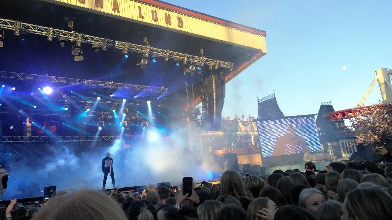 Felix Sandeman på scen. Foto: Linda Lundin