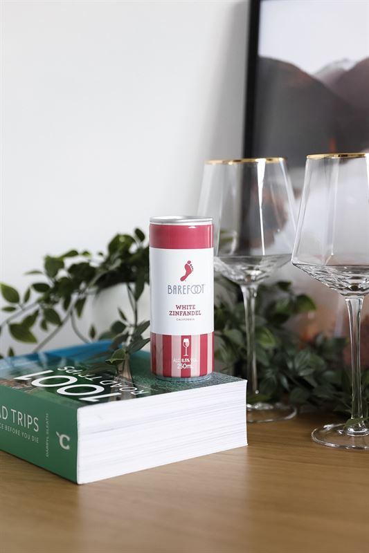 Vinburk och glas. Foto: Spring Wine & Spirits AB