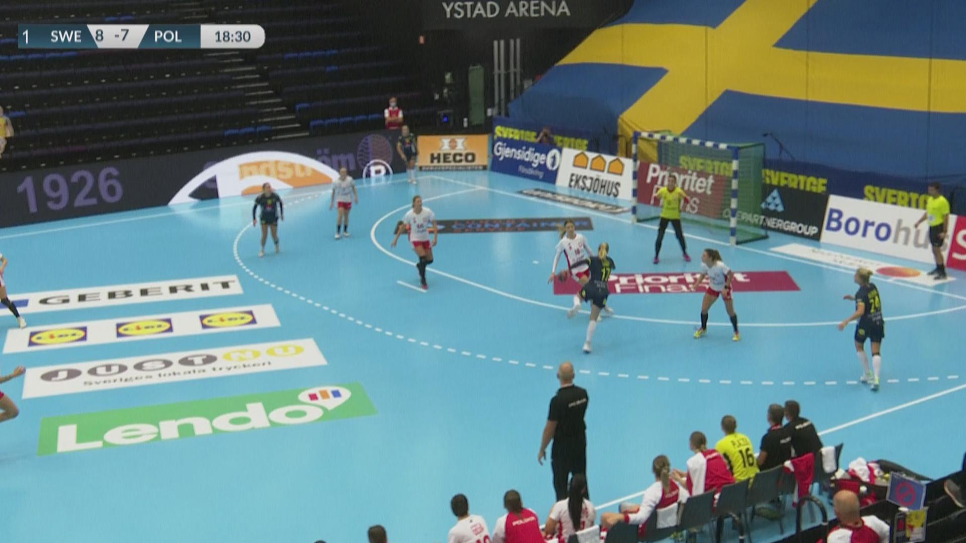 Bild från det svenska damlandslagets match mot Polen i oktober 2020, en match som visades i SVT. Foto: SVT