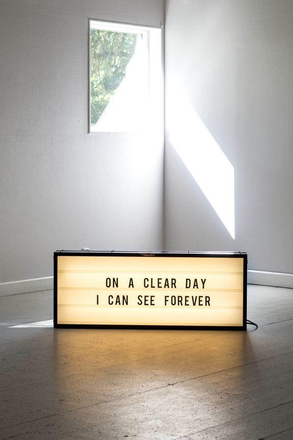 Textverk på ljusskylt Foto: Fredrik Sweger (På engelska naturligtvis för att stänga ute de skattebetalare som inte förstår det.)